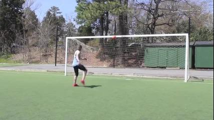 Момиче с невероятни футболни умения