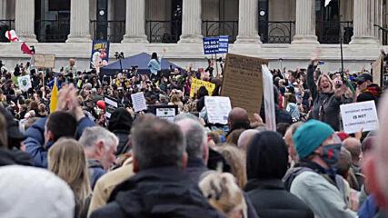 UK: Thousands gather at Trafalgar Square to oppose new coronavirus restrictions