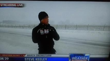Репортер срещу снегорин.
