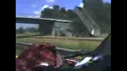 Шофьор на камион си забравя самосвала