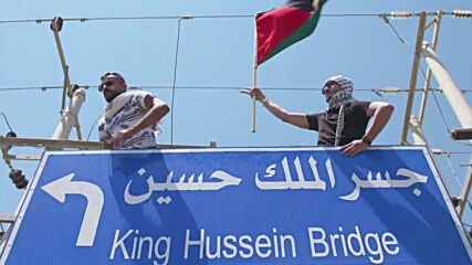 Jordan: Police disperse hundreds marching towards bridge connecting West Bank in support of Palestinians