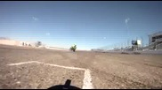 Дрифт-състезание меджу мотоциклет и автомобил