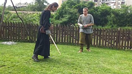 Тренировка с дървени мечове