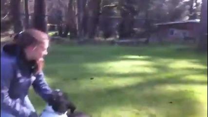 Треньор спасява куче от сигурна смърт ,като оказва незабавна помощ!