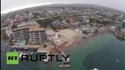 Дрон снима хиляди гигантски червени скариди на плаж в Калифорния