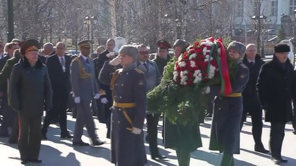 Russia: Moroccan king lays flowers at Tomb of the Unknown Soldier