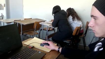 Слави си разцъква Cs 1.6 в час по математика в Техническия университет(софия)