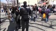 Бой с възглавници в центъра на Лондон