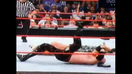 Matt Hardy прави Twist of Fate на Kane