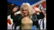 Lepa Brena 1991 - Zatvori oci - Prevod