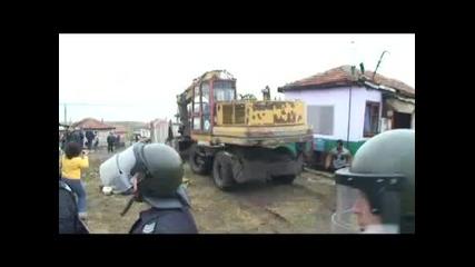 Цигани се бият с багер