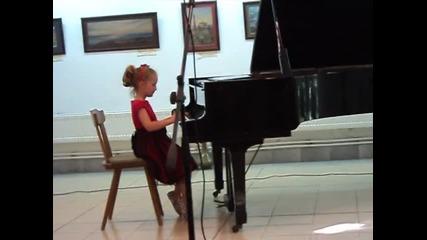 Моята Нанси и пианото