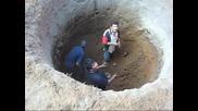 Ръчно изкопаване на кладенец в Мексико