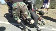 На този моторист едва ли късмета ще му се усмихне втори път !