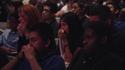 Цял клас ученици разплакани след няколко минути истина. Много силно видео!