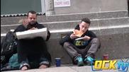 Момчета питат хора за парче пица - Експеримент