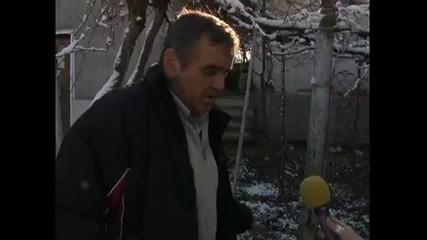 трима въоръжени роми нахлуха в къща