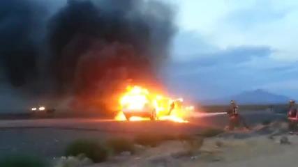 Горяща кола в пустинята Невада (17.05.2013)