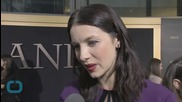 Outlander Star Caitriona Balfe Dishes on Scoop on Claire's Witchy Ways