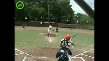 Headshot с топка за бейзбол!