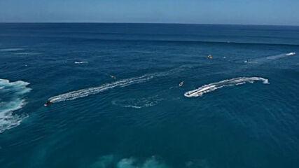 Сърфисти и джетове яхнаха огромни вълни на Хаваите
