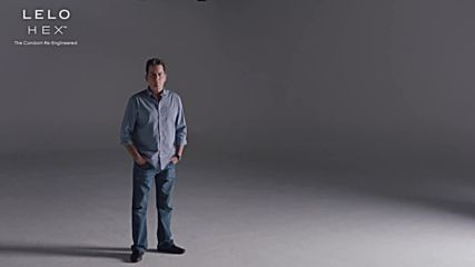 Charlie Sheen за Lelo Hex