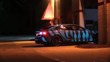 Страхотна кола с неонови светлини