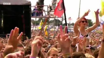 Jessie J performs Whos Laughing Now at Glastonbury 2011