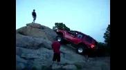Jeep Dump 4x4 се преобръща по капак (fail)