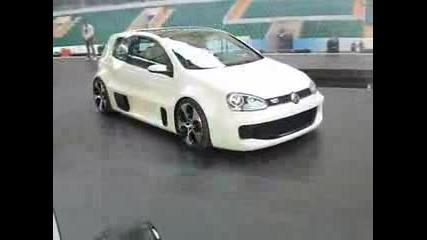 VW В Зала