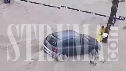 Нашенец в центъра на потопа в Испания, вижте как се удави човек