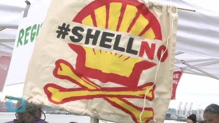 Protesters Gather in Seattle to Block Access to Shell Oil Rig