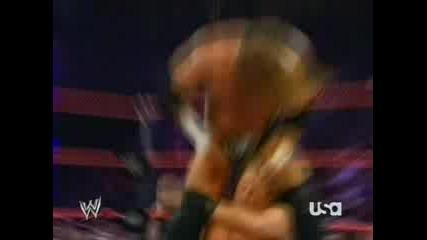 WWE - HНН порязва William Regal с остър предмет по челото!!! 2