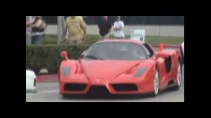 Оранжево Ferrari Enzo