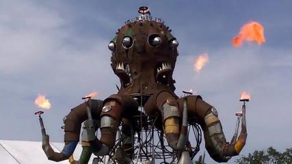 Огромен механичен октопод бълва огън