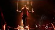 Двама ненормални акробата в смъртоносен цирков номер