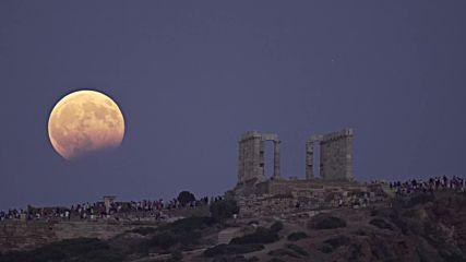 Стотици гледаха лунното затъмнение в храма на Посейдон