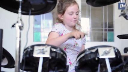 Тази 8 годишна барабанистка е доста добра