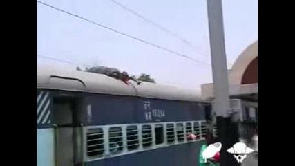 Мъж се самоубива върху влак