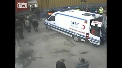 Ужас!!! Камион Прегазва Човек