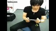 Gackt plays psp ^^