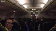 """Пътници усмиряват пиян """"рамбо"""" в самолет"""