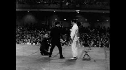 Bruce Lee - Лицеви на една ръка ,тренировки ...
