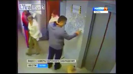 Мъж спасява куче от сигурна смърт.