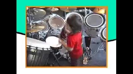 Julian Pavone 2 годишен а вече барабанист
