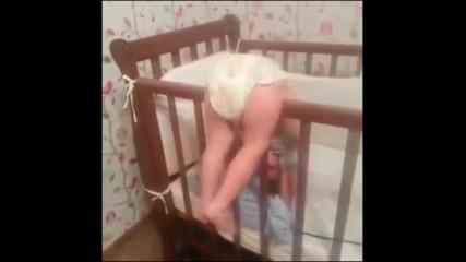 Гледай какви ги върши това бебе !