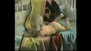 Бебешка пръдня - газ до дупка