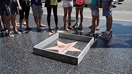 USA: Border wall erected around Trump's star on Hollywood Walk of Fame