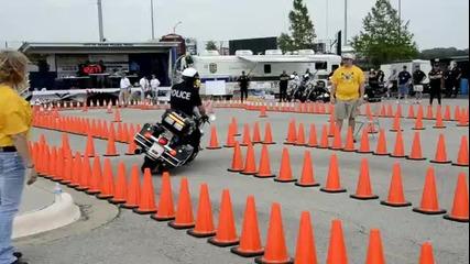 Умeнията на един полицай с Мотор