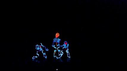 Изумително представление - Tron Dance